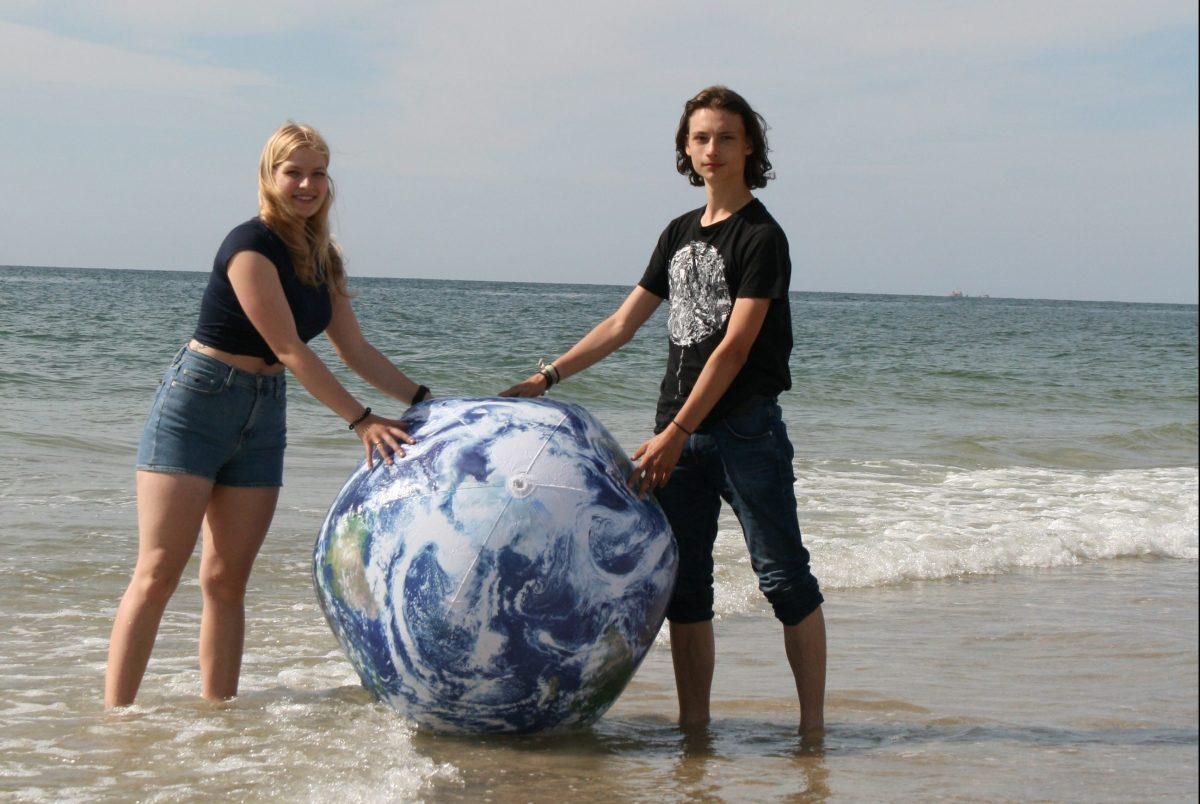 Die Erde darf nicht baden gehen - Sylter Schüler und FFF-Aktivisten Lena Theissig und Johannes Koopmann